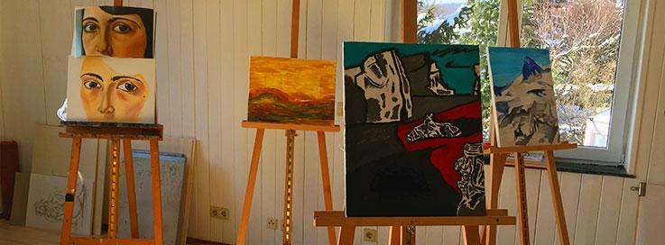 Verschiedene Gemälde aus dem Malkurs am Samstag