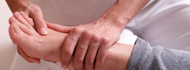 Belebende Hatashiatsu Massage an den Füßen